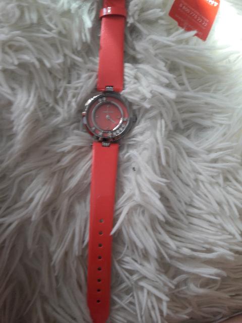 Шикарного цвета часы