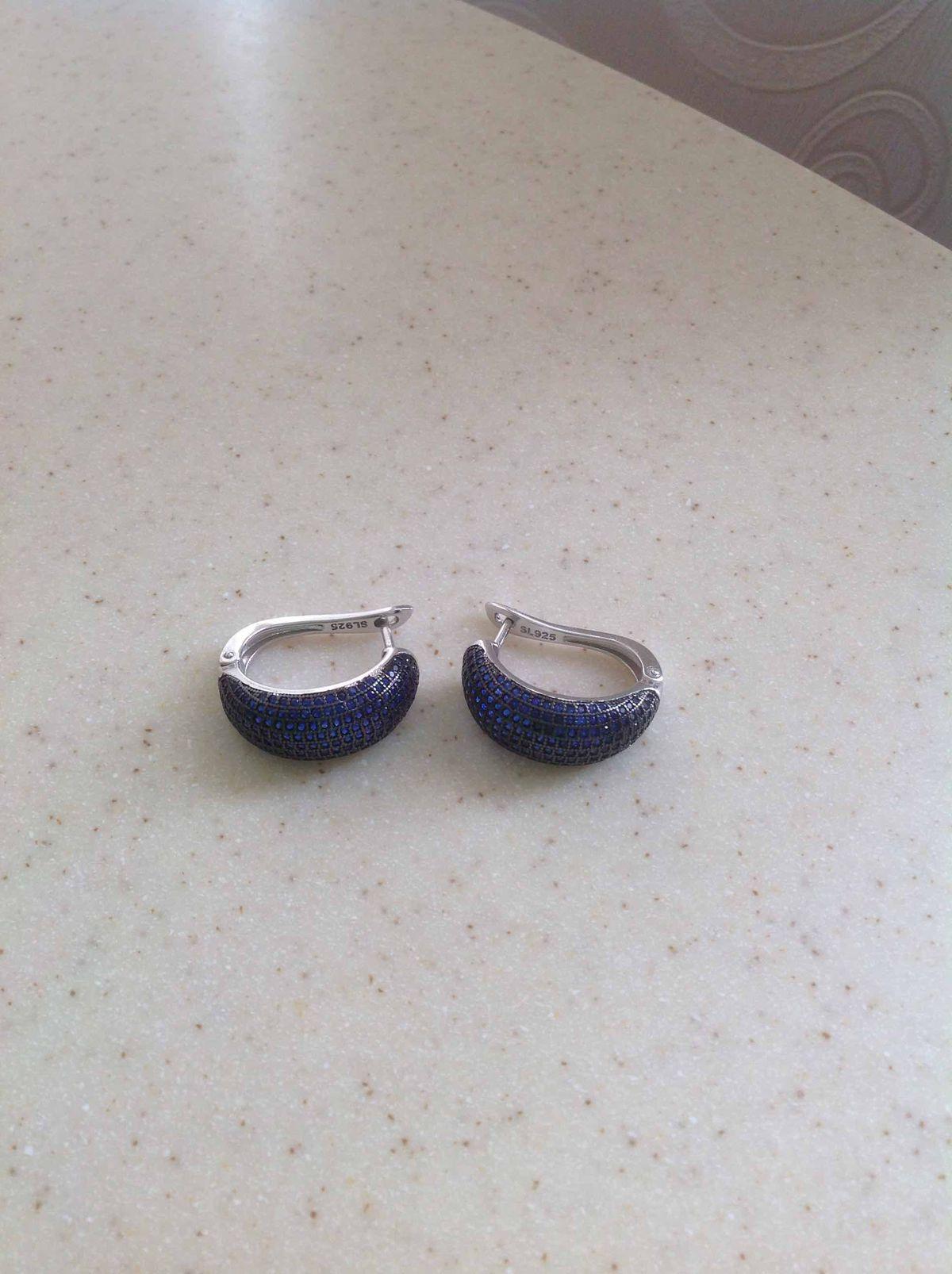Серебряные серьги с фианитами синего цвета