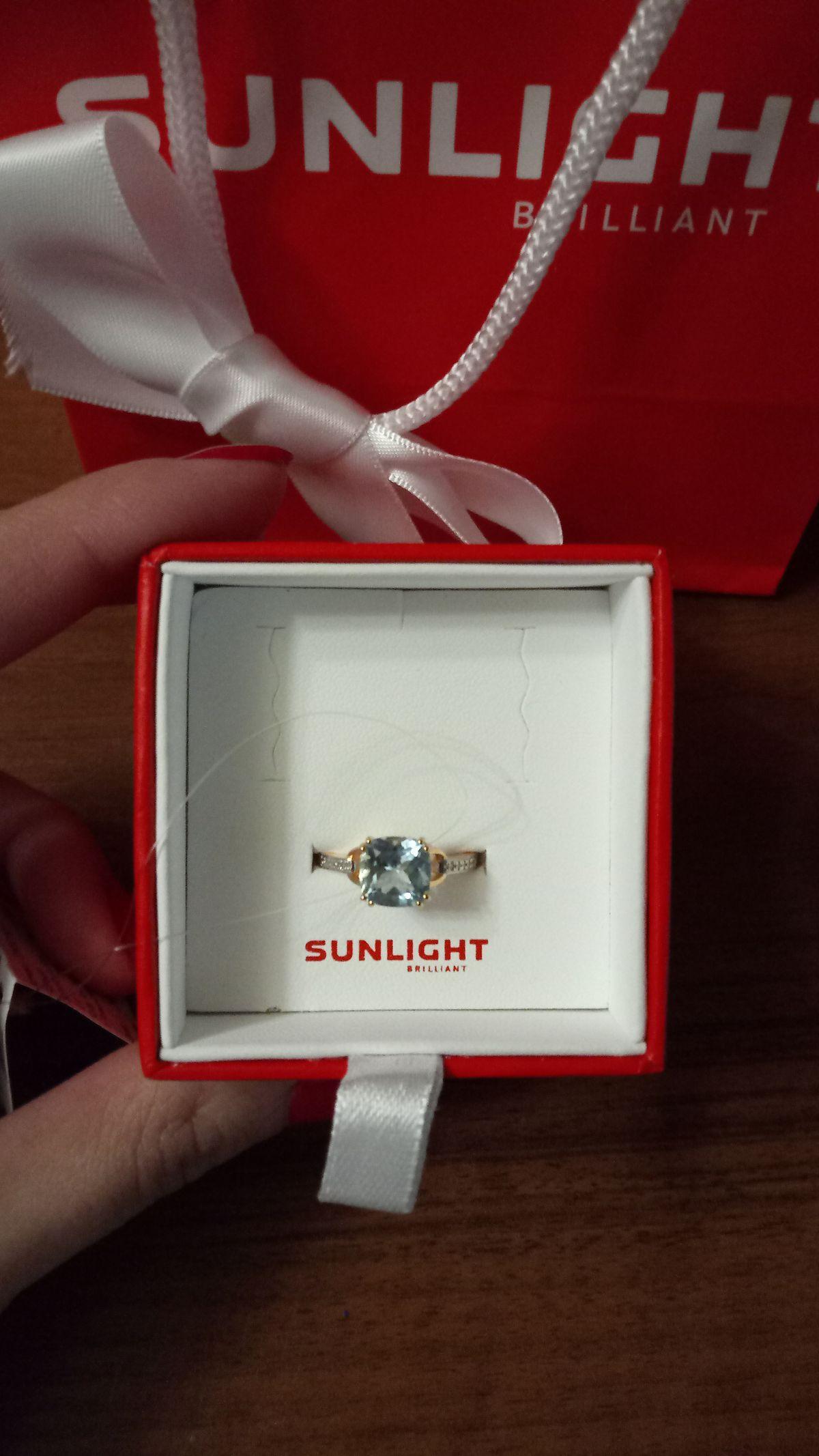 Кольцо в которое влюбилась с первого взгляда , топаз , бриллианты.