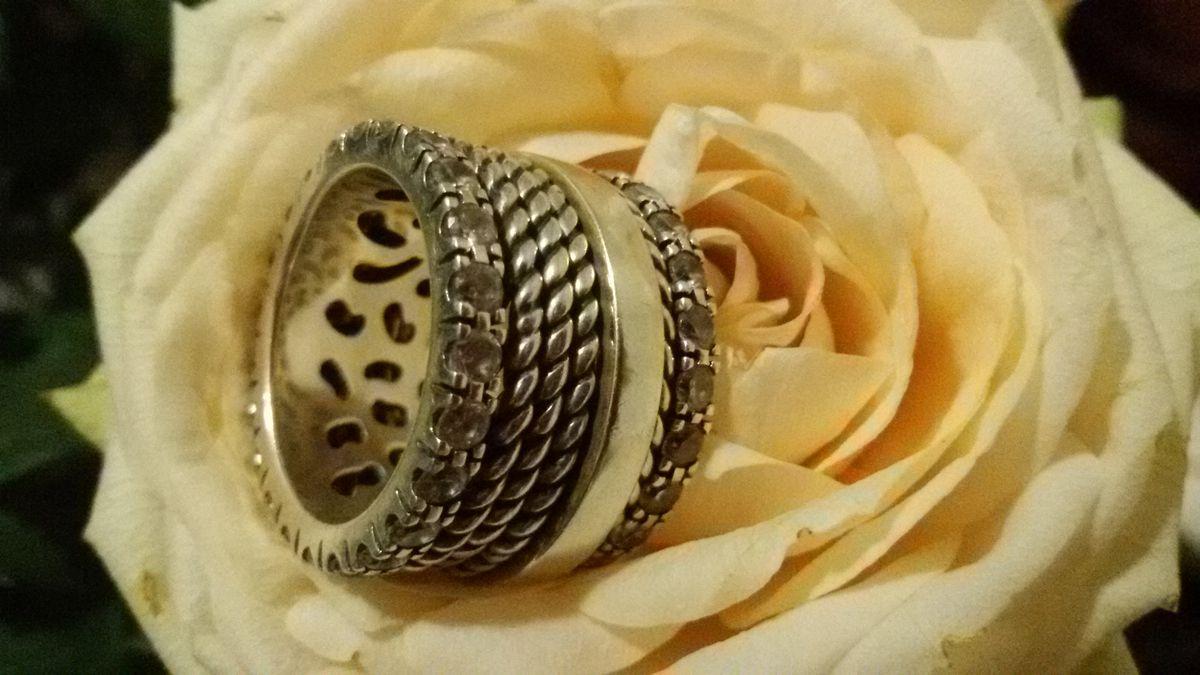 Эффектное кольцо современного итальянского дизайна.