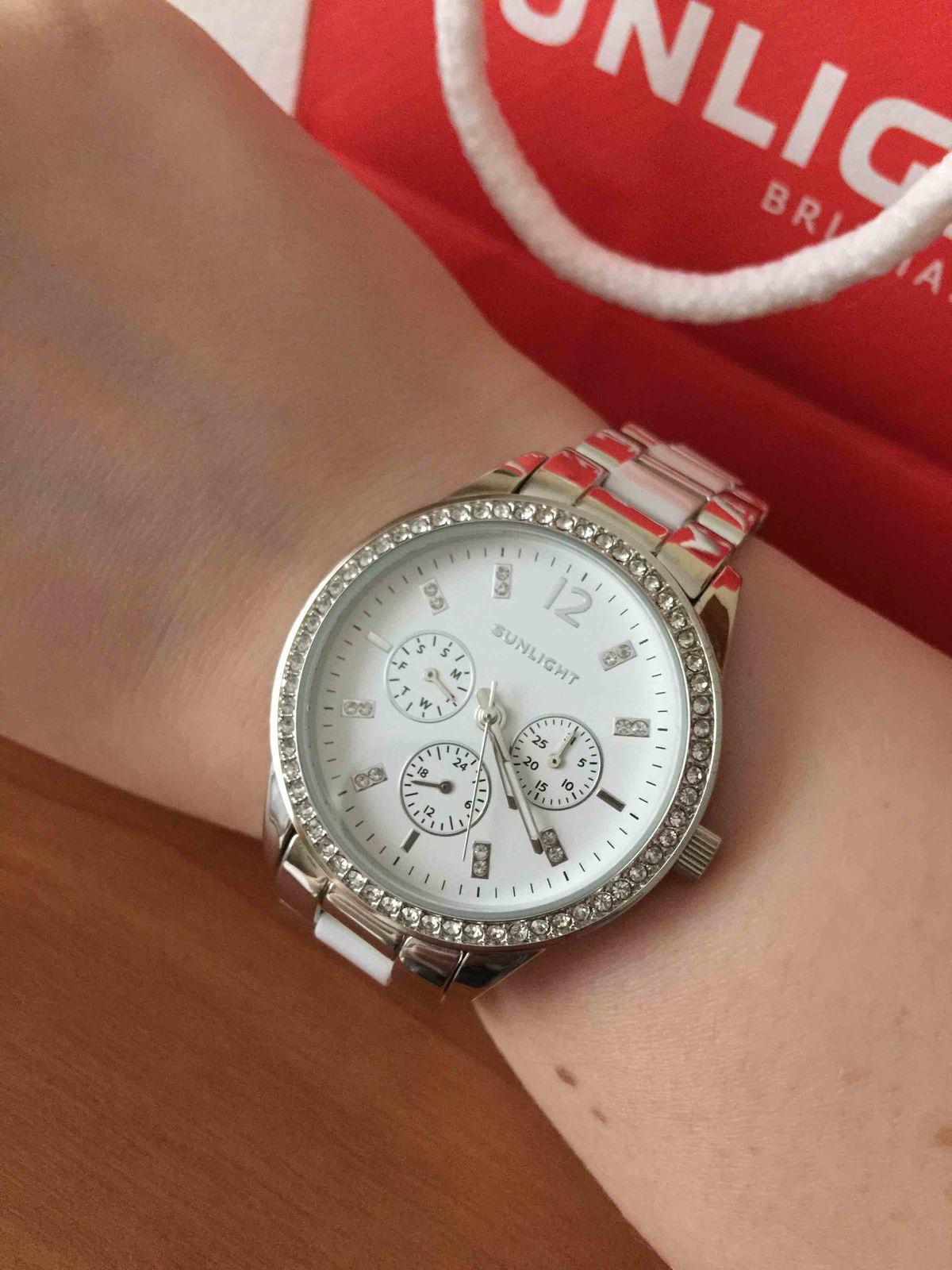 Часы с керамическими вставками