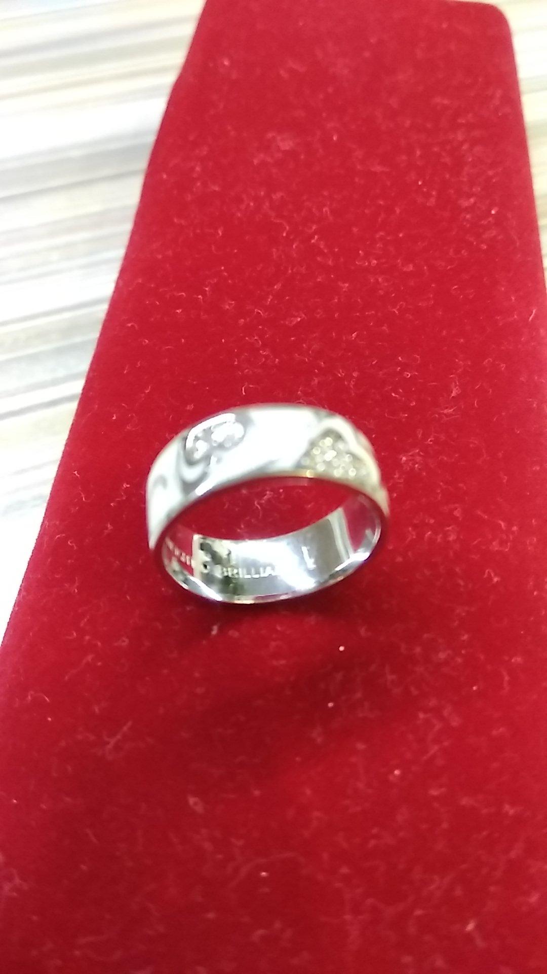 Серебряное кольцо с белой эмалью