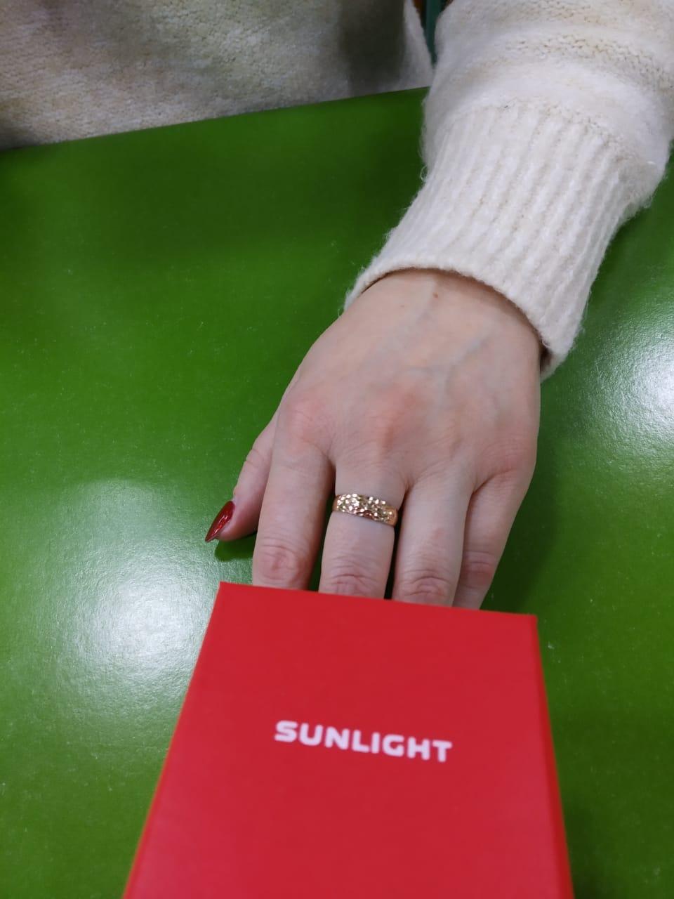 Кольцо смотрится дорого и красиво.
