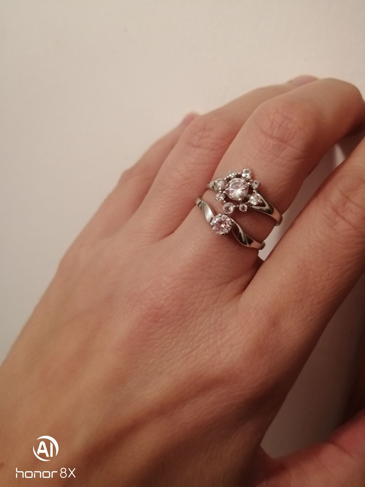 Аккуратное кольцо, не кричащее