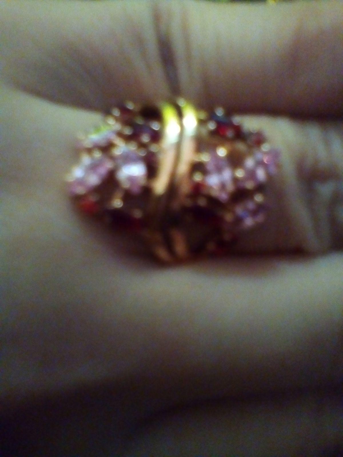 Серебряное кольцо с красным фианитом.