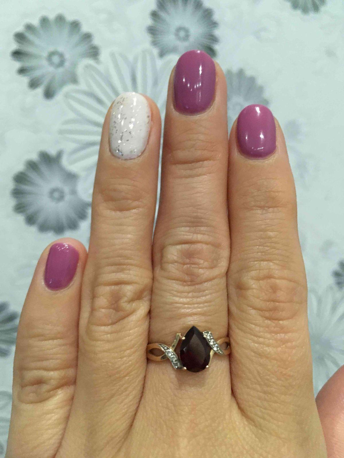 Золотое кольцо с фианитами, отличный подарок для любой женщины