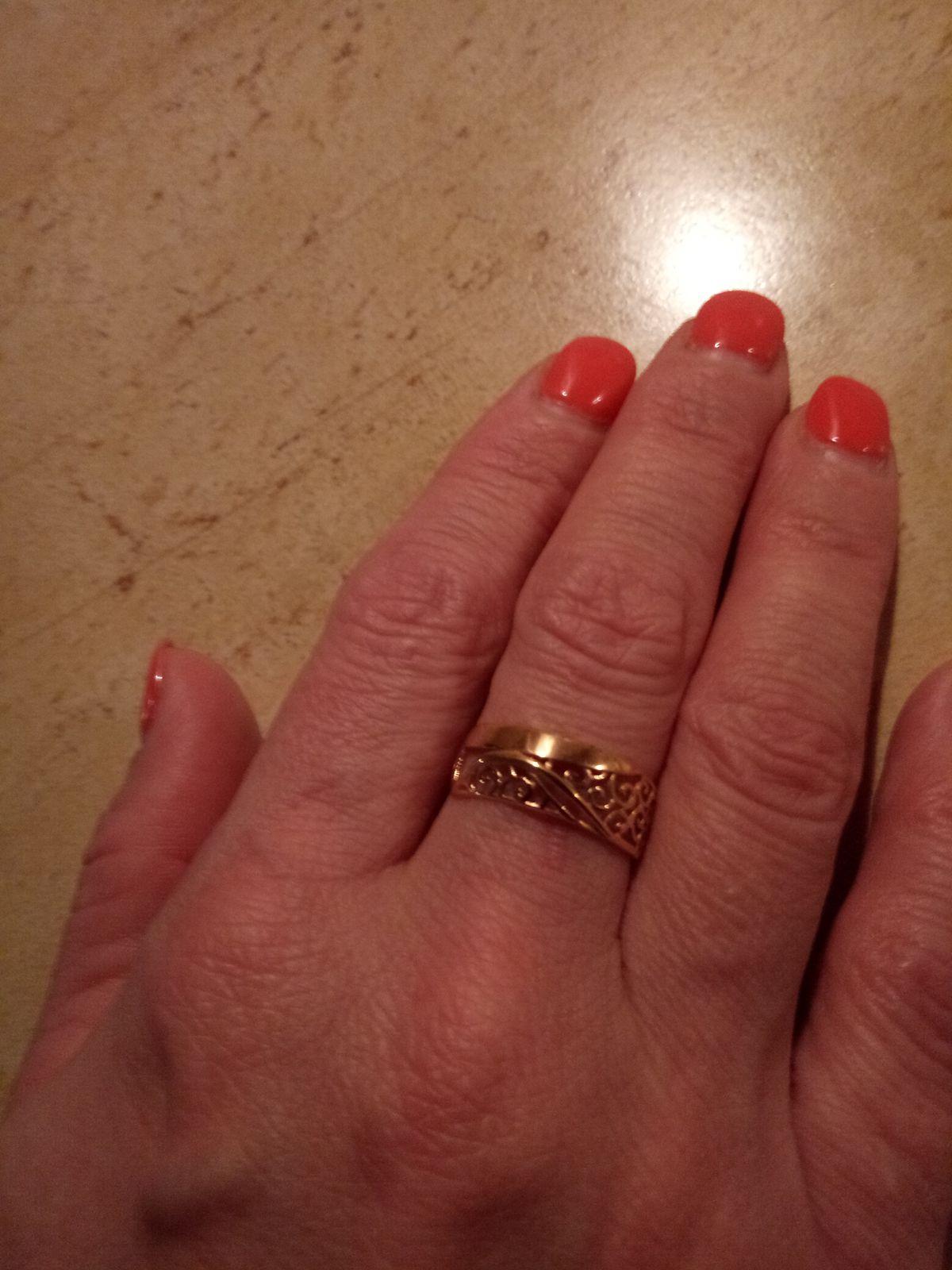 Золотое кольцо со стильным орнаментом