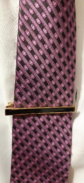 Красивый и отлично сидит в галстуке!