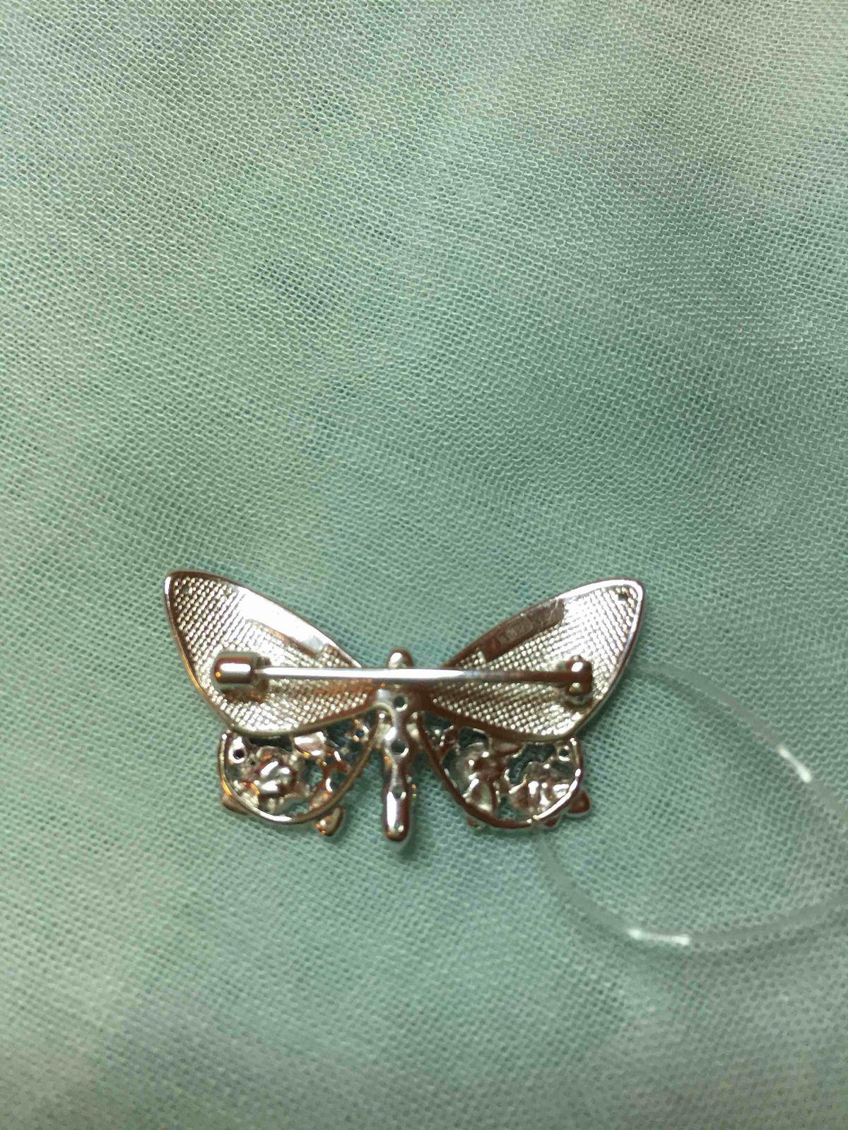 Очень красивая брошка-бабочка