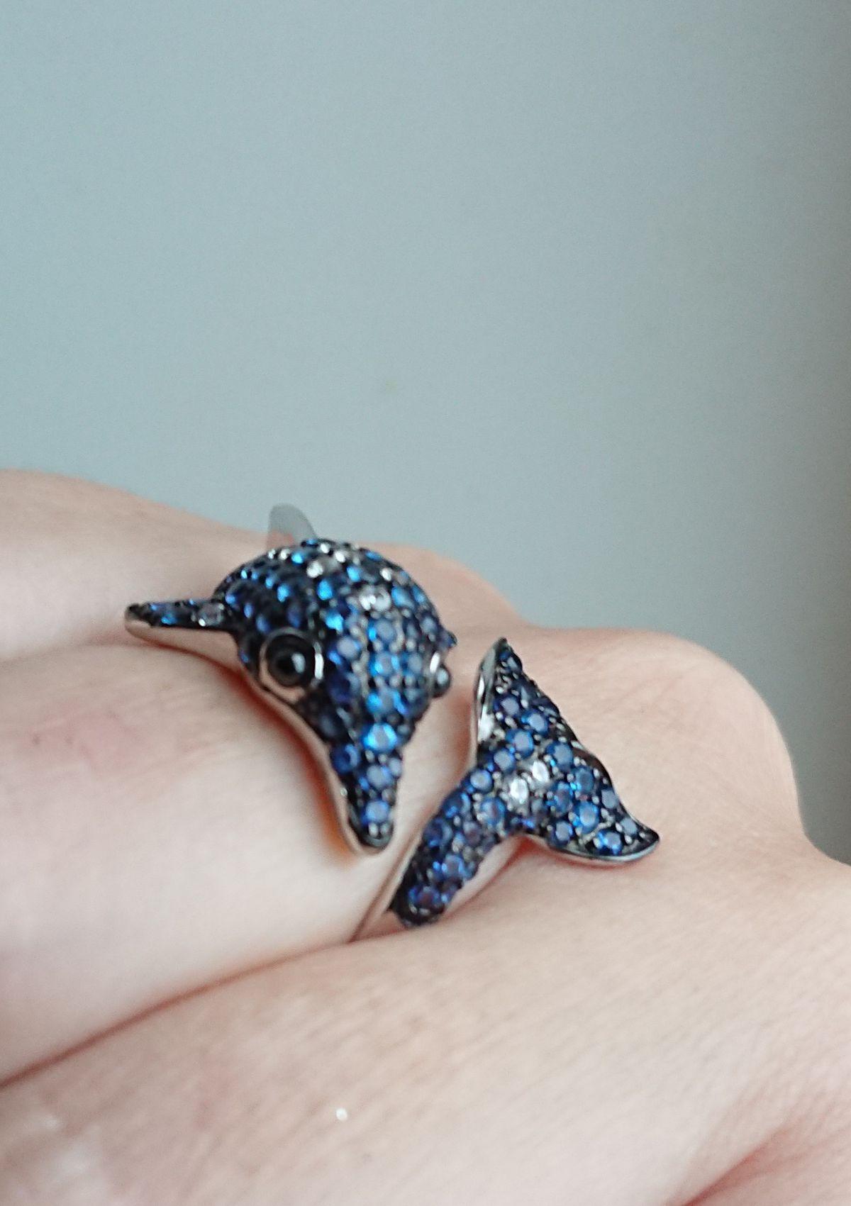 Теперь это любимое кольцо-дельфин)