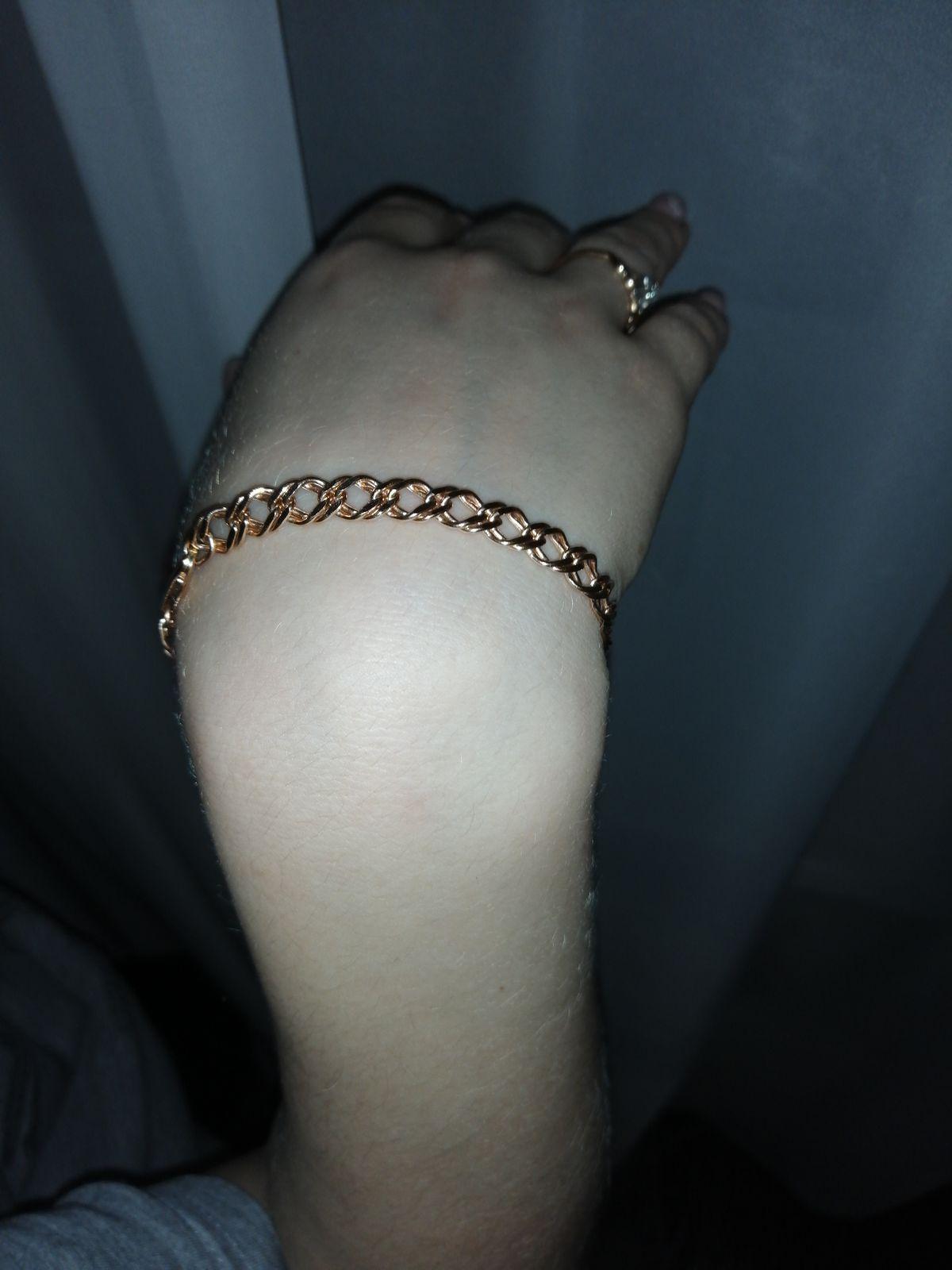 Купил браслет в подарок для жены