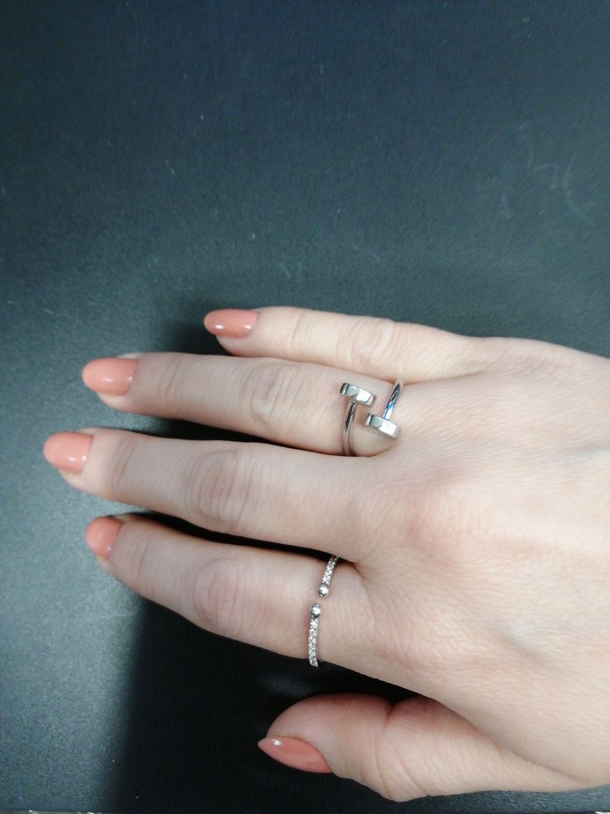 Серебряное колечко. Очень оригинально смотрится на руке! Всем советую!