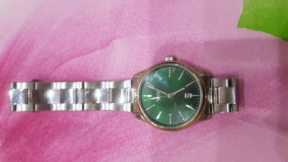 Мужские  часы с браслетом.