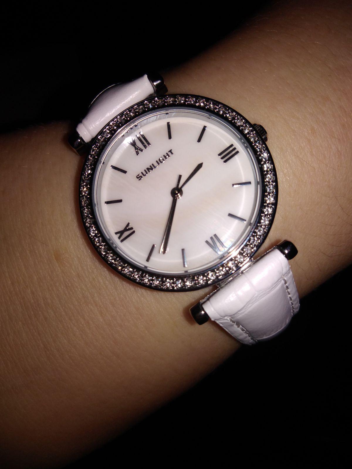 Часы очень красивые и сидят элегантно