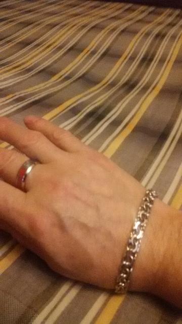 Стильное кольцо , рекомендую к покупке, смотрится на руке солидно , многие