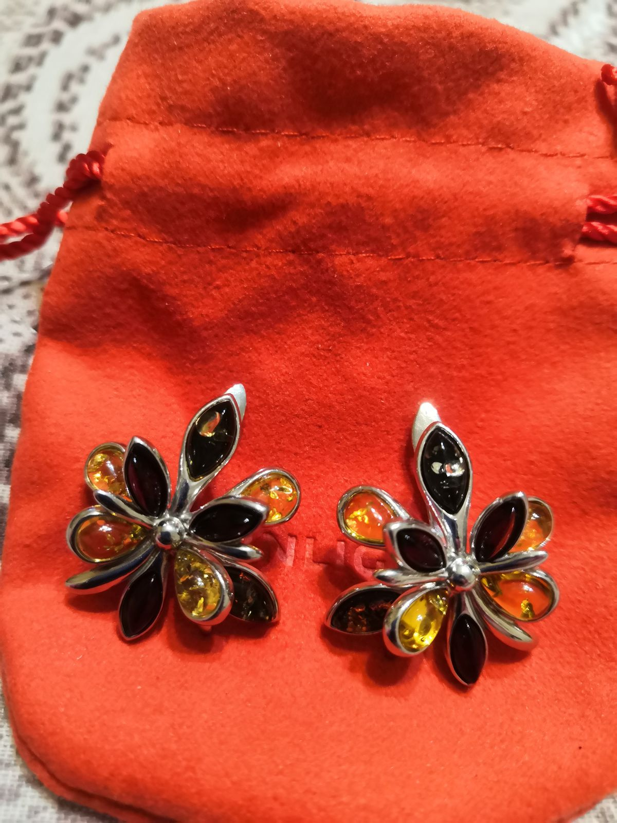 Серьги-цветок с янтарем
