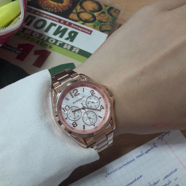 Очень крутые часы,красивые и элегантные.