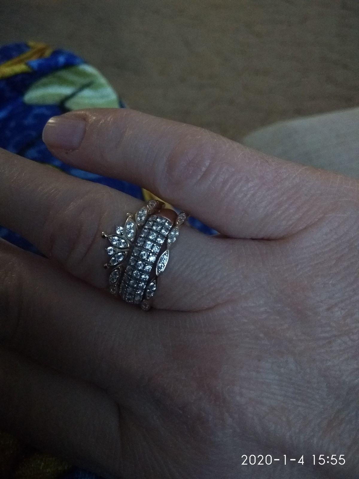 Кольцо просто шикарное. Позолоченное серебро, а смотрится как чистое золото