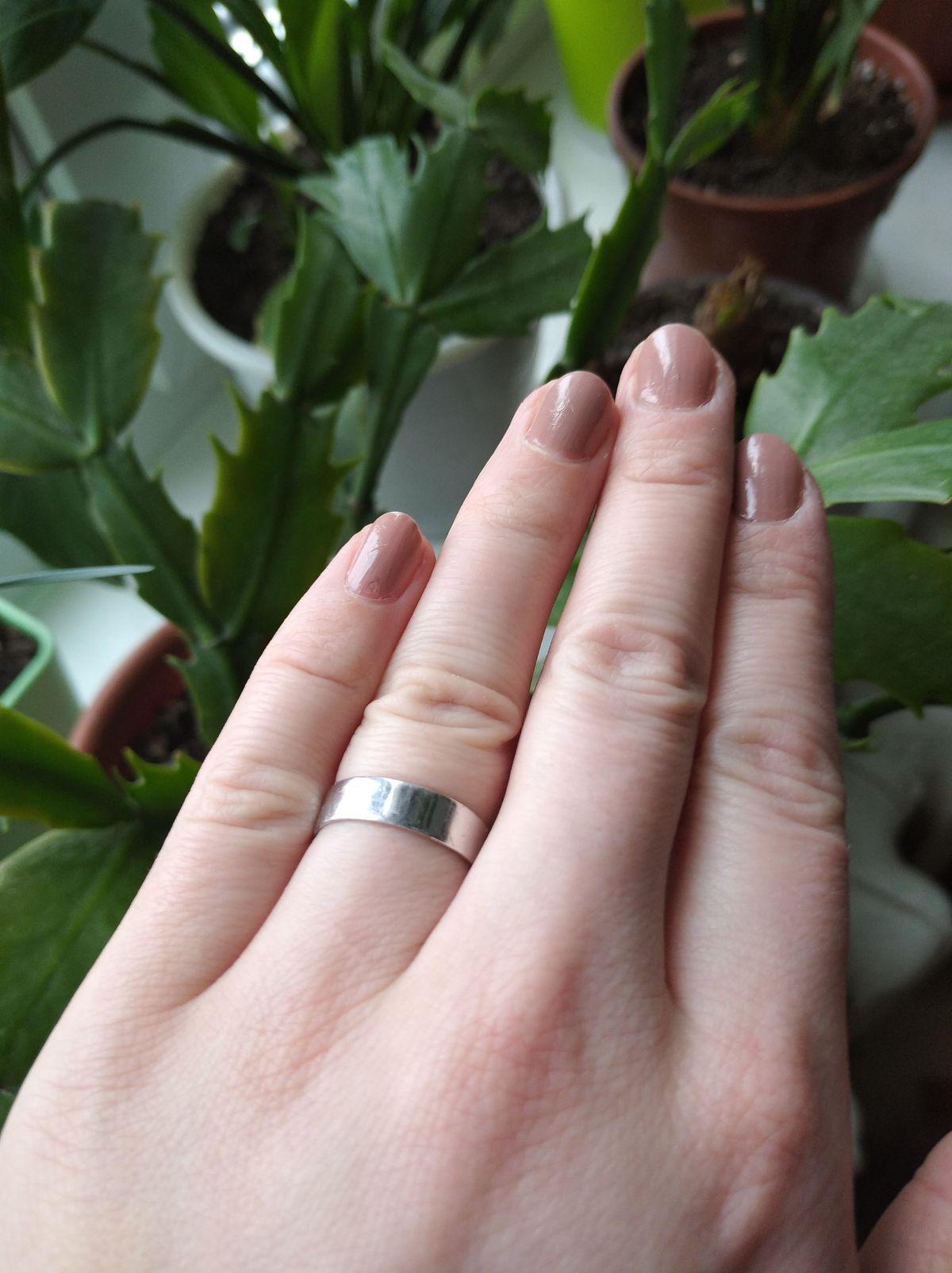 Кольцо в стиле минимализм.