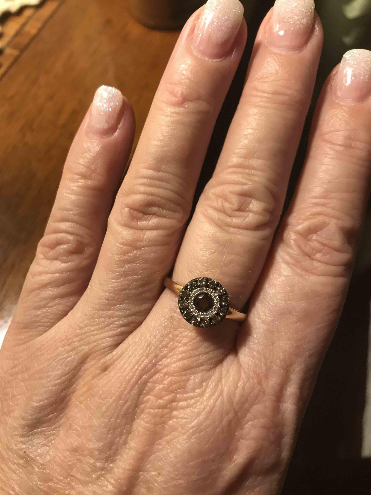 Элегантное кольцо с коньячными бриллиантами!!!