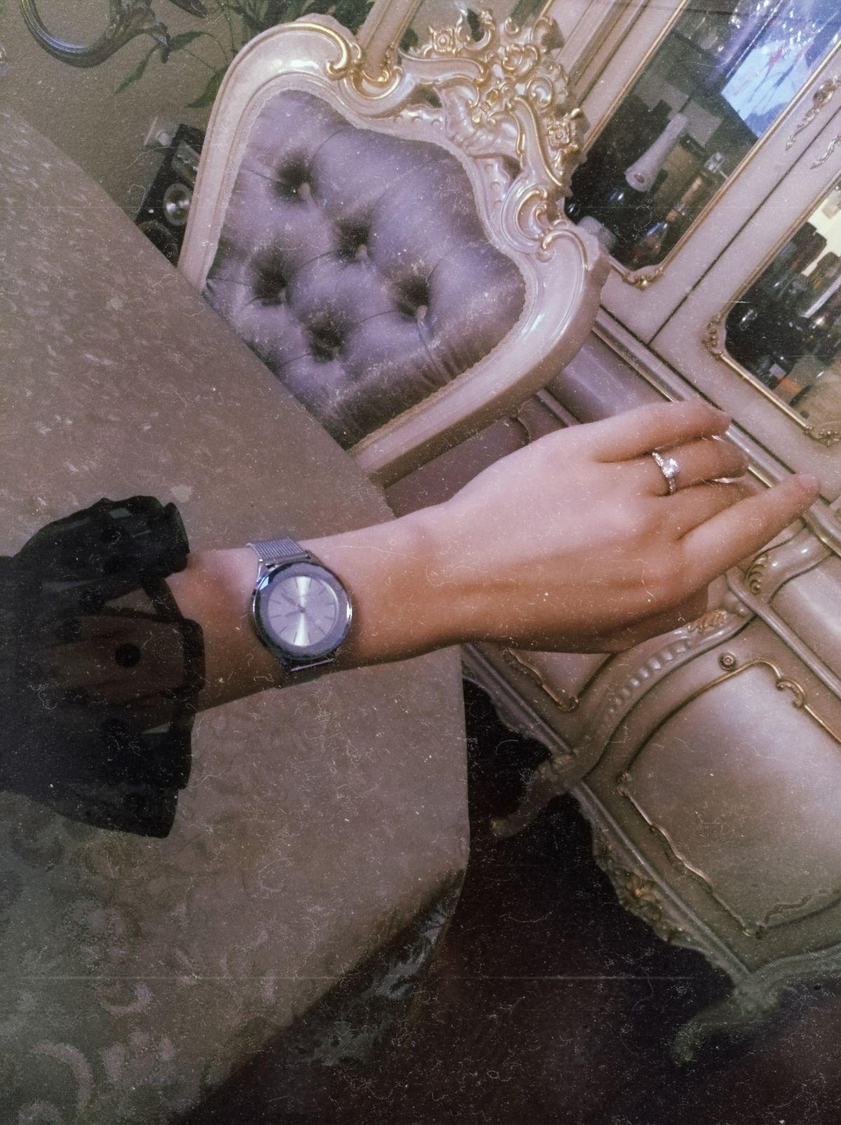 Очень красивые часы, покупала в качестве  подарка  маме