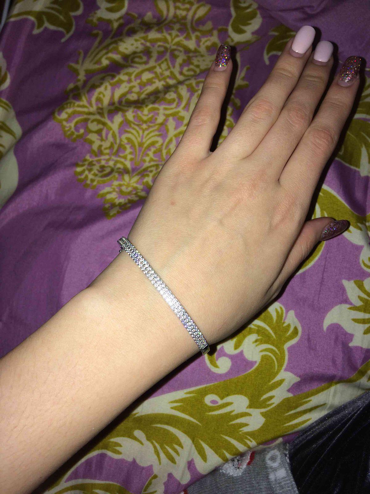 Серебряный браслет с маленькими камнями фианита. с  зацепками прочными