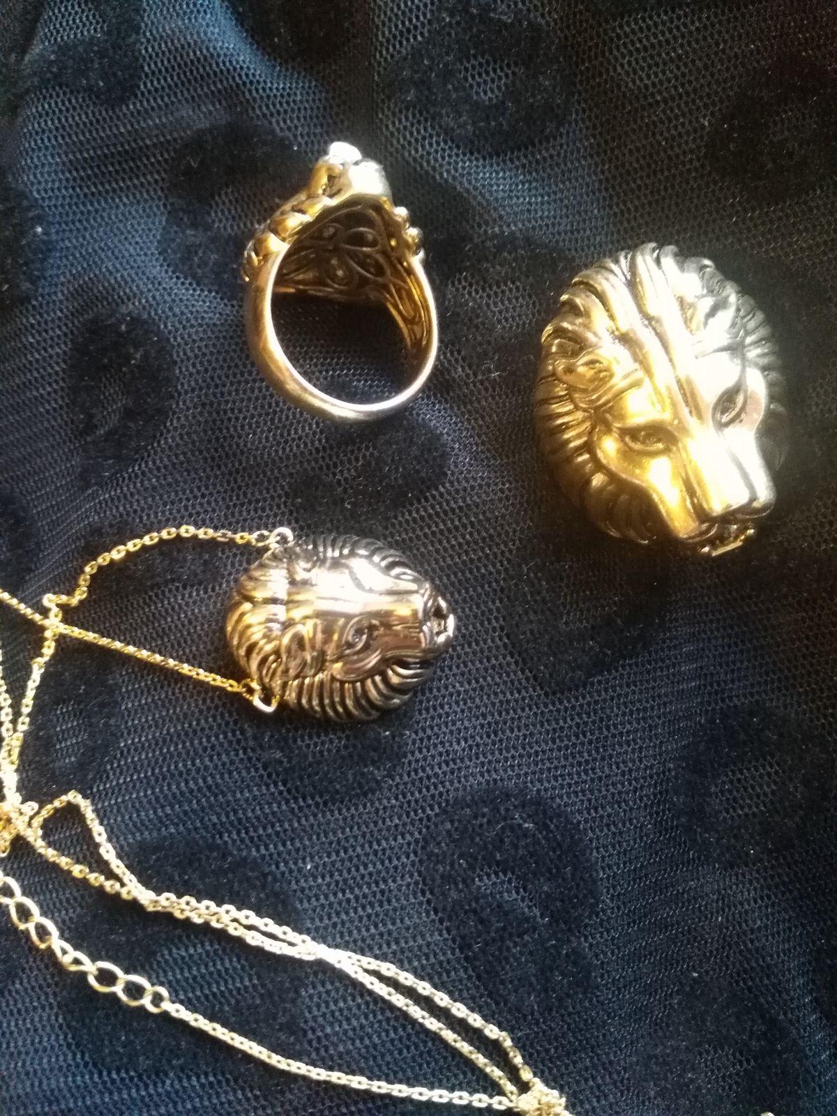 Оригинальное и яркое кольцо, носить удобно, не мешает, на пальце сидит ок)