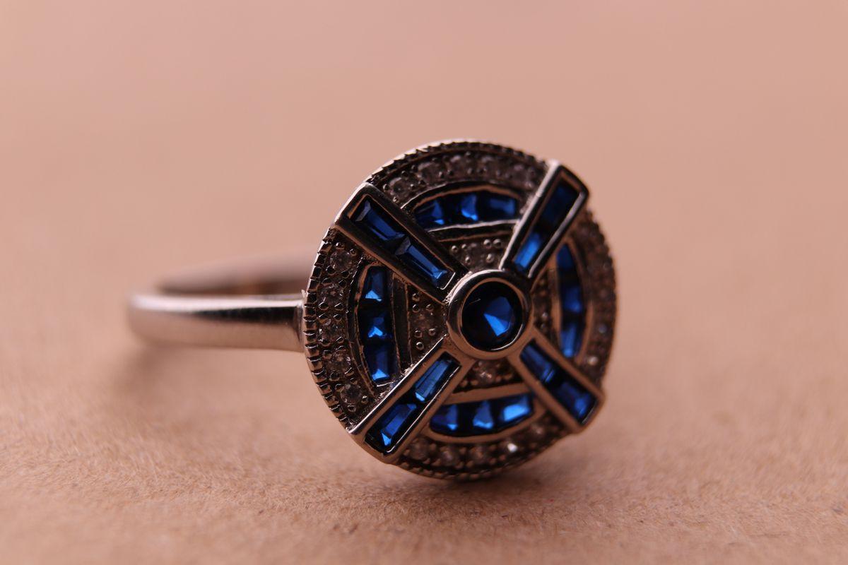 Необычный перстень, смотрится красиво и запоминается.
