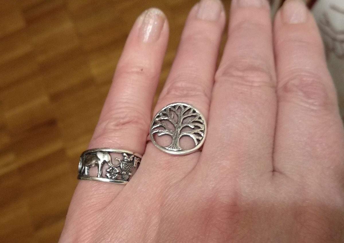 Симпатичное серебряное кольцо