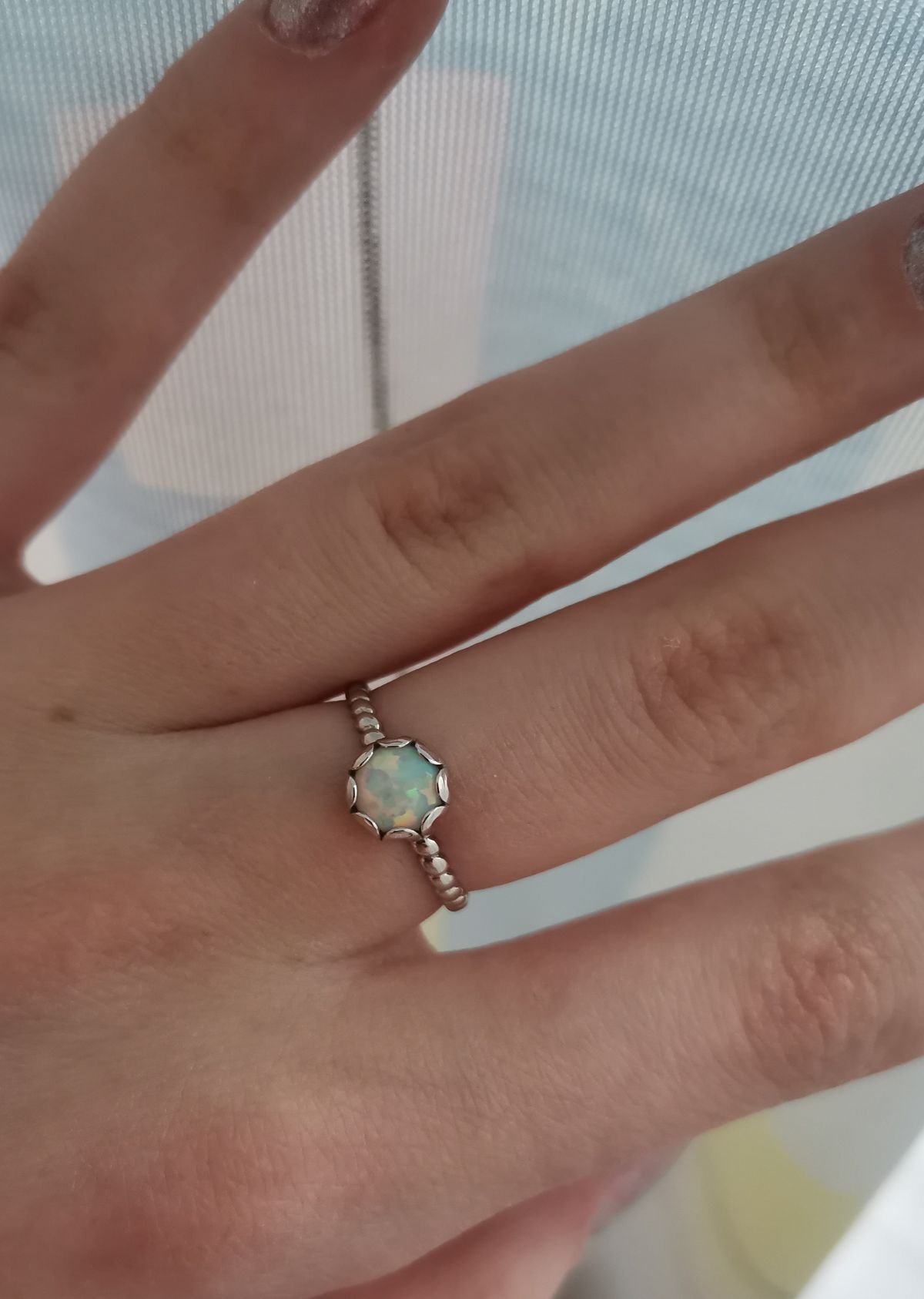 Серебряное кольцо с опалами