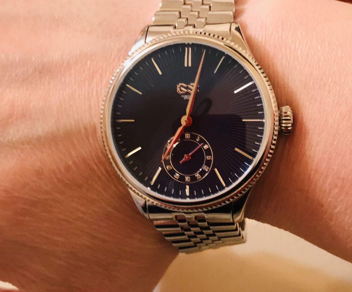 Женакие часы GS