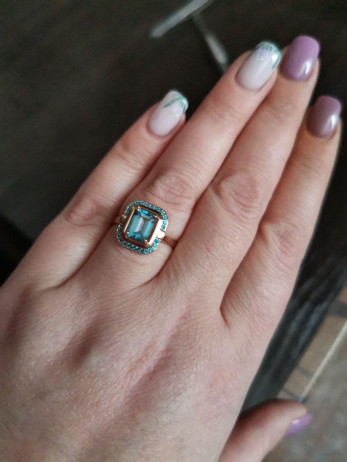 Очень красивое кольцо смотрится шикарно, заказали через интернет