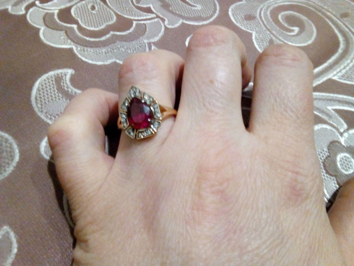 Кольцо с коньячным бриллиантами и рубином