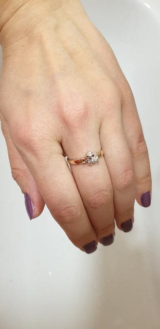 Кольцо с очаровательной вставкой из белого золота с бриллианииком