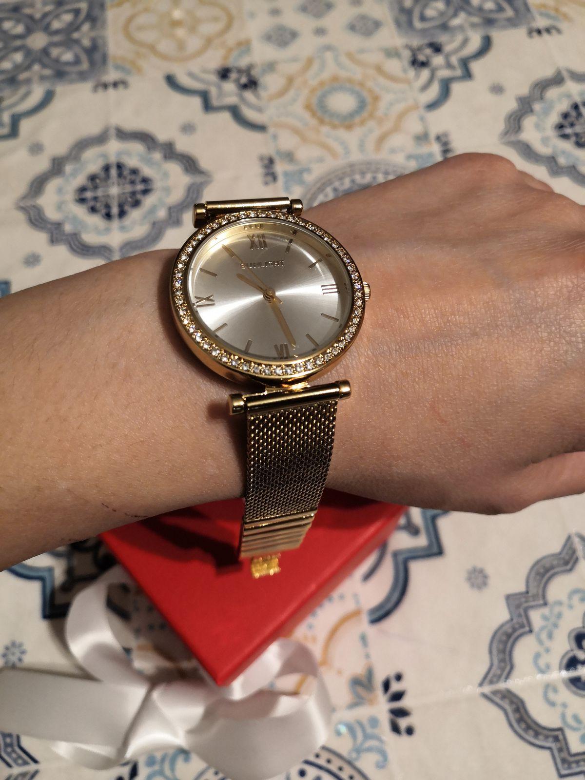 Часы женские, золотистые