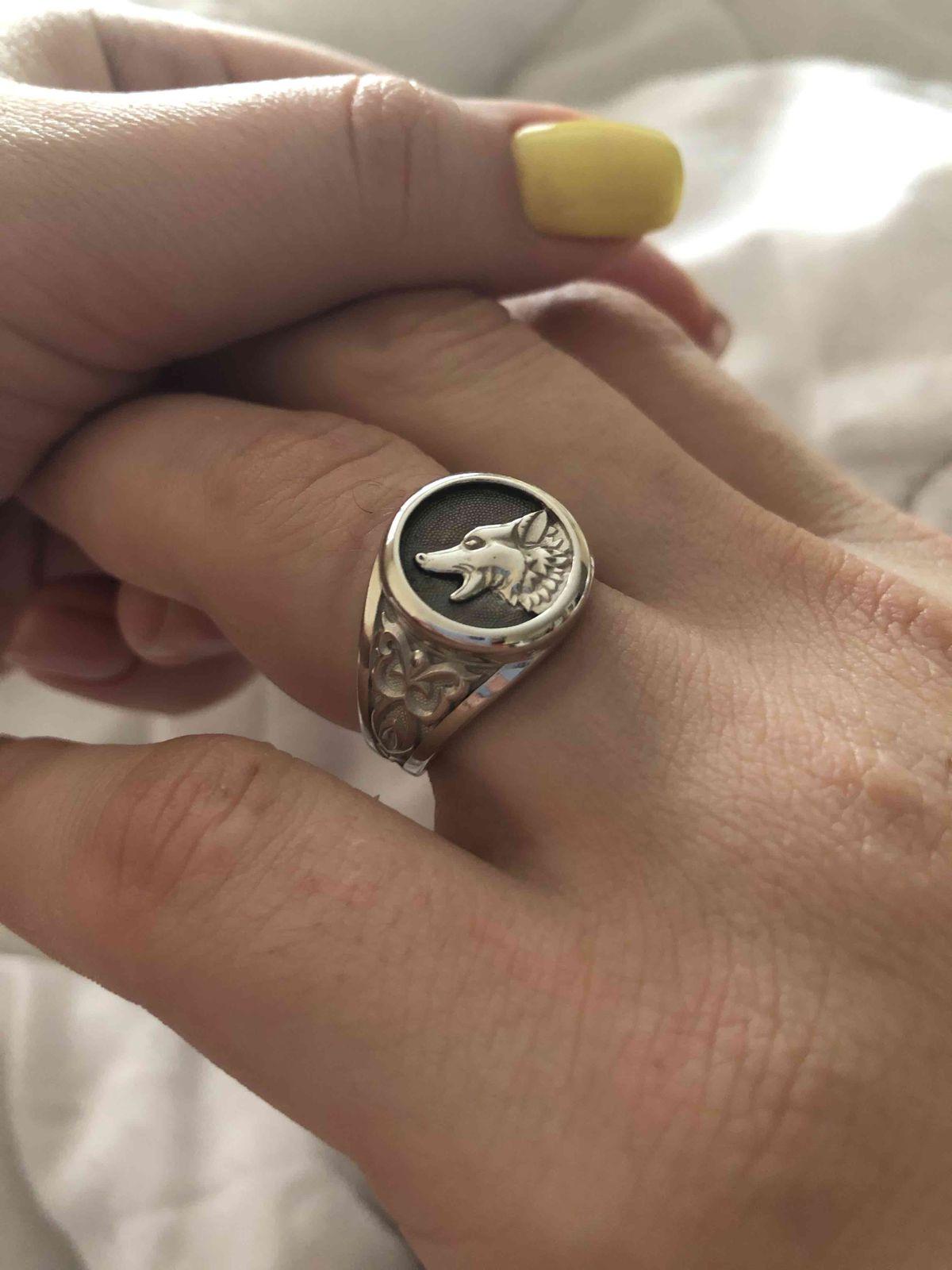 Отличный перстень.