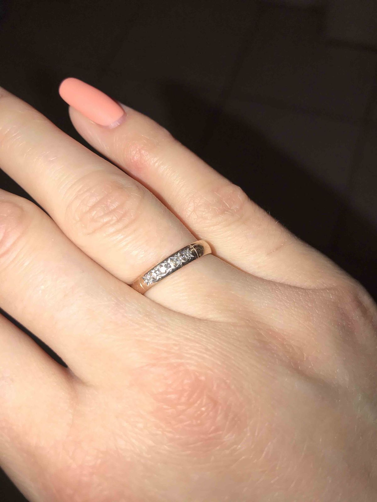 Красивое обручальное кольцо
