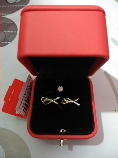 Сережки очень милые) сияют бриллианты хорошо, мелкой россыпью.