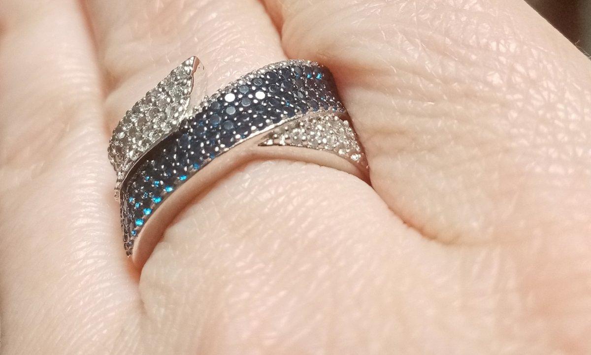 Кольцо шикарное, стильное.