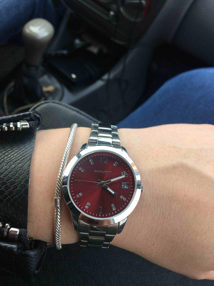 Часы женские, с красным цеферблатом