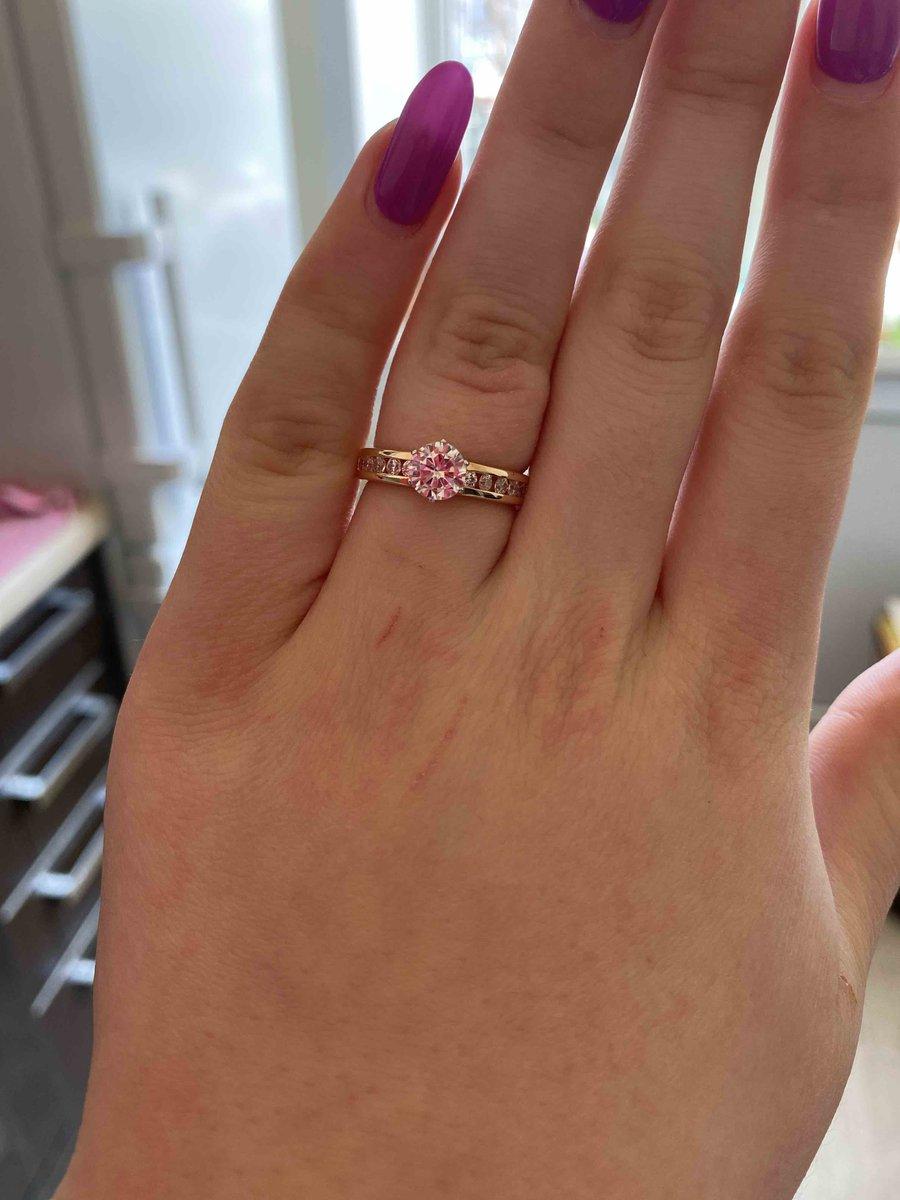 Купила кольцо в подарок себе. всё супер.