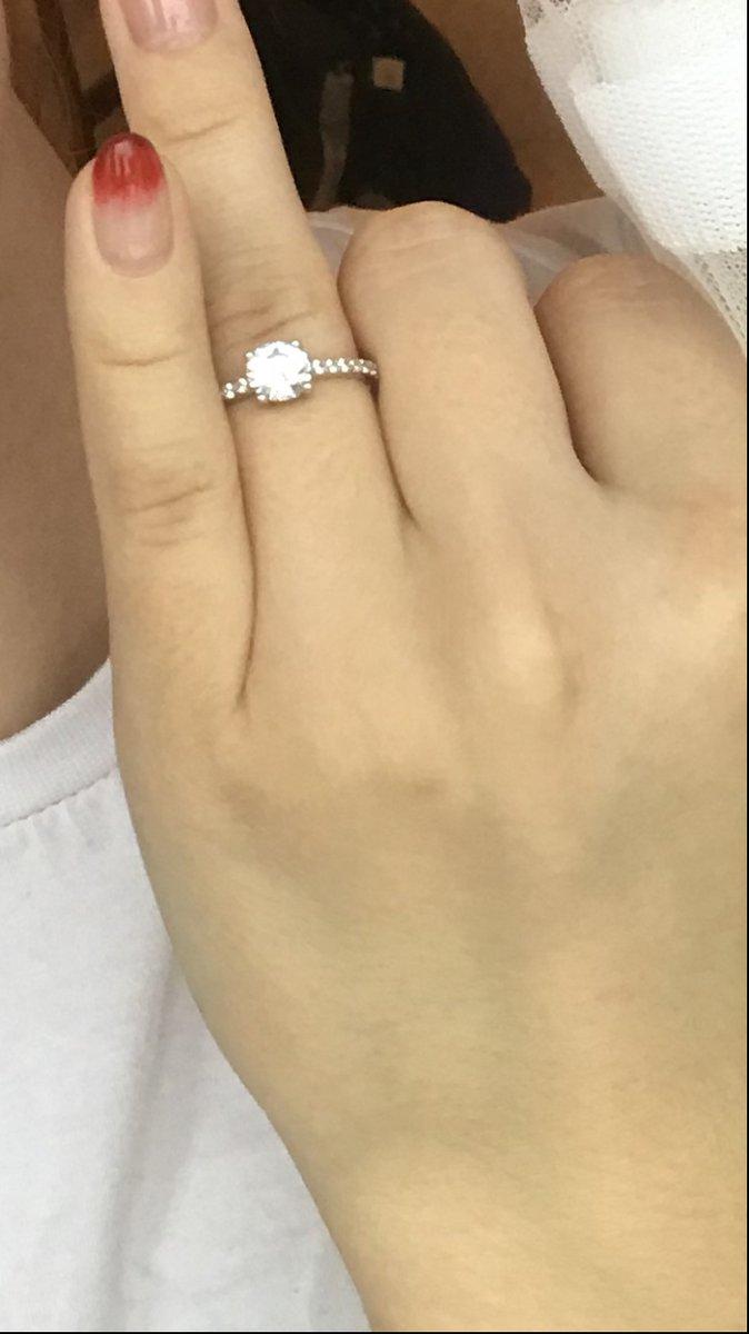 Серебрянное кольцо с камушками