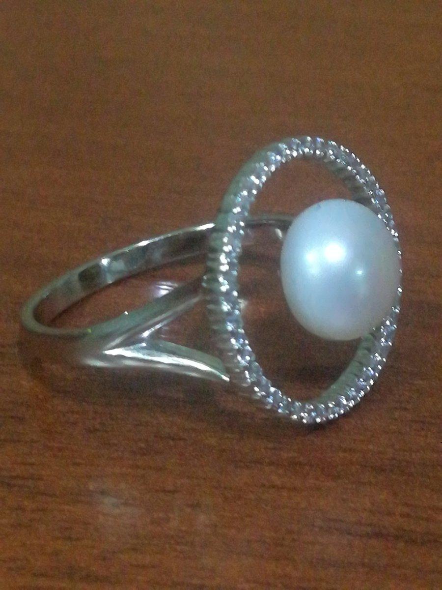 Кольцо очень красивое, модное.