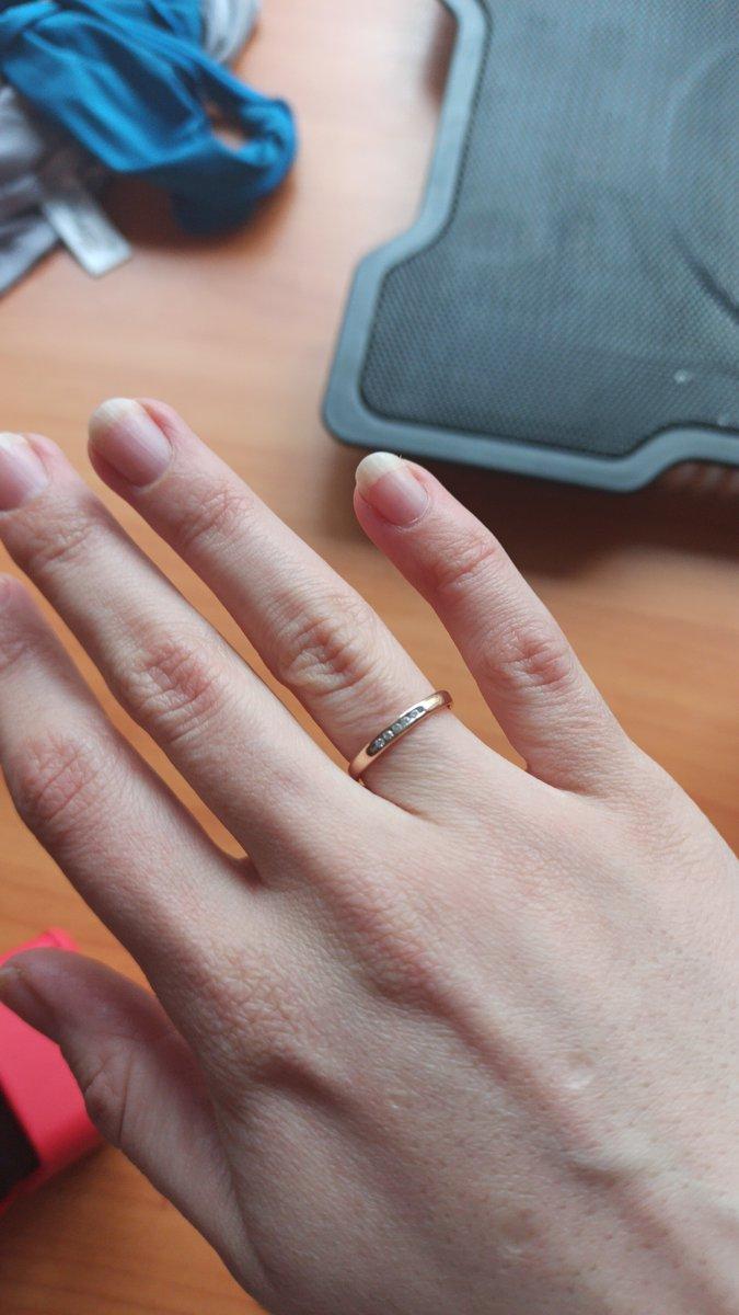 Купили два обручальных кольца