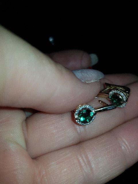 Золотые серьги с бриллиантами и изумрудом