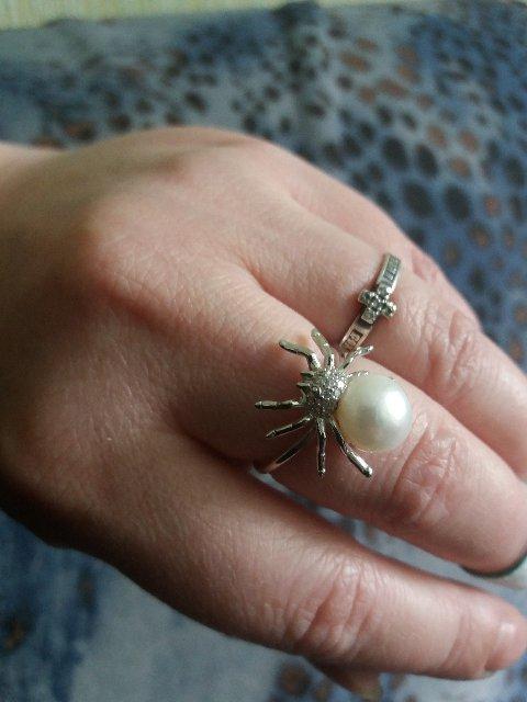 Кольцо с жемчугом паук
