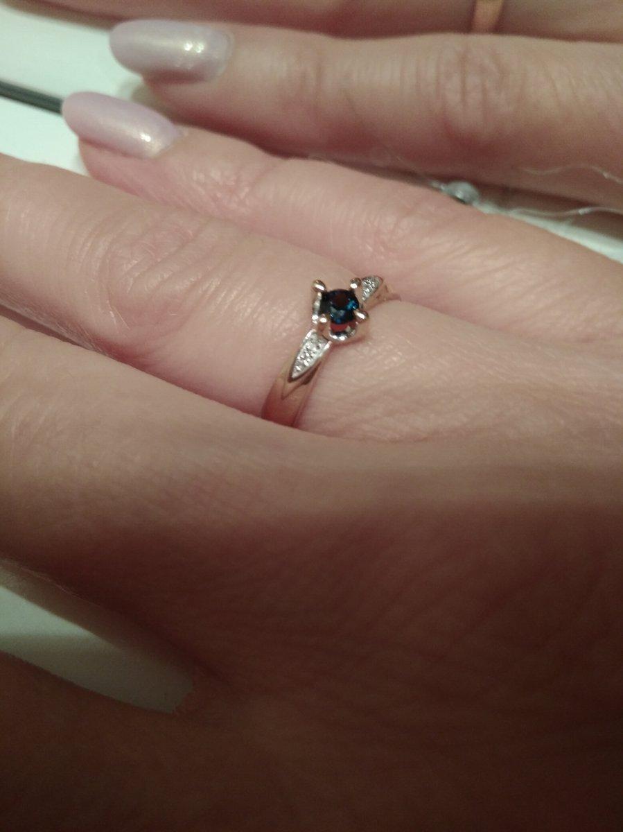 Кольцо с сапфиром корунд и крошкой под бриллианты