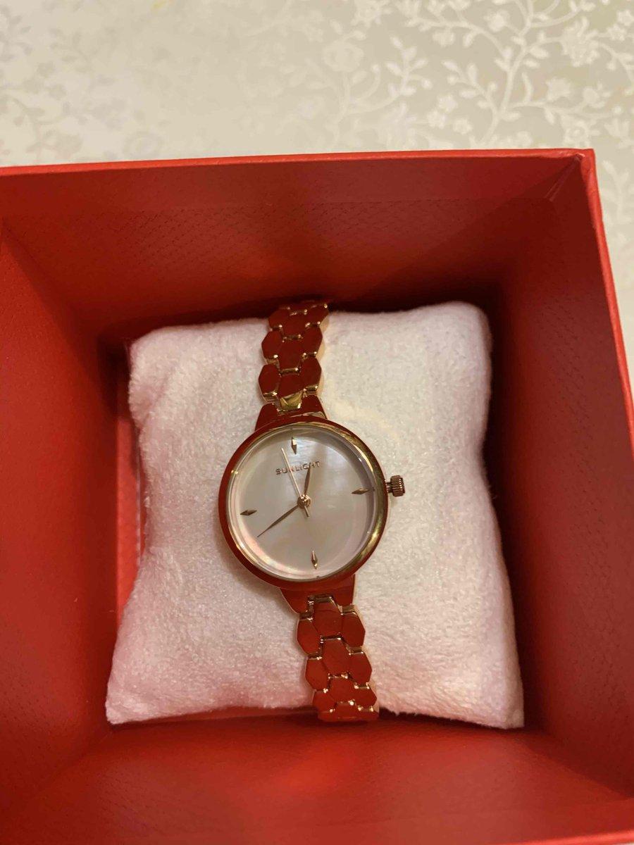 Отличные часы, ничем не отличаются  от картинки. Брослет с запасом