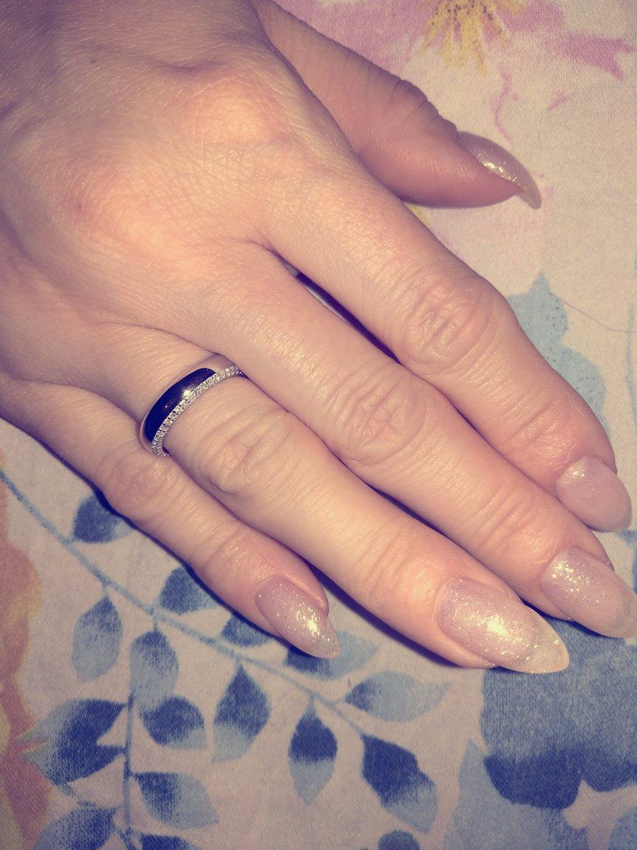 Очень красивое обручальное кольцо