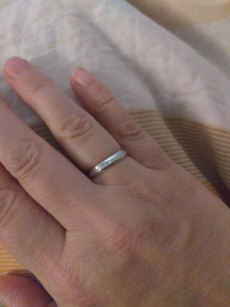 Отличное кольцо! Совсем не дорого для белого золото с бриллиантами.